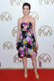 Anne looked ladylike on the red carpet in this strapless cocktail dress with an electric floral print. She slicked back her pixie and painted on a Cleopatra cat eye.