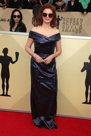 Susan Sarandon worked a shimmering navy off-the-shoulder gown by Alberta Feretti at the 2018 SAG Awards.