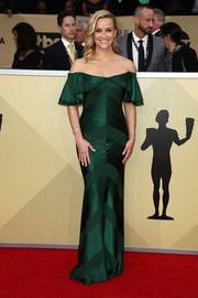 Reese Witherspoon looked supremely elegant in an emerald off-the-shoulder gown by Zac Posen at the 2018 SAG Awards.