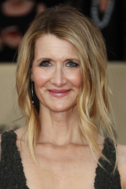 Laura Dern sported a very loose ponytail at the 2018 SAG Awards.