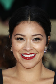 Gina Rodriguez kept it simple with this center-parted ponytail at the 2018 SAG Awards.