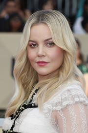 Abbie Cornish sported hippie-chic waves at the 2018 SAG Awards.