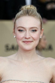 Dakota Fanning swept her tresses back into a high bun for the 2018 SAG Awards.