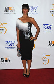 Nahhh! Leona Lewis wears a unique one-shoulder dress with a horse face etched on the front bodice.
