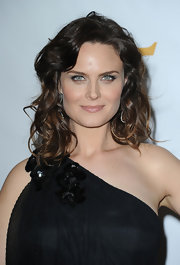 Emily Deschanel rocked two-toned curls at the 25th Anniversary Genesis Awards.