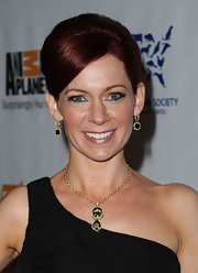 Carrie Preston paired her one-shoulder dress with a gemstone gold pendant neckalce.