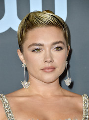 Florence Pugh glitzed up her lids with silver eyeshadow for the 2020 Critics' Choice Awards.