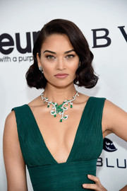 Shanina Shaik amped up the elegance with an emerald and diamond statement necklace by Piaget.