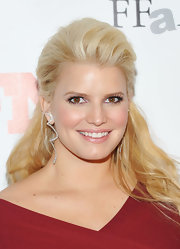 Jessica Simpson wore a pair of H. Stern Oscar Niemeyer earrings in 18-carat white gold with diamonds at the 25th Annual Footwear News Achievement Awards.