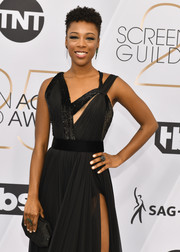 Samira Wiley paired a studded black clutch by Tadashi Shoji with an asymmetrical dress for the 2019 SAG Awards.