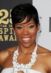 Regina King perked up her look with bright eyeshadow when she attended the Film Independent Spirit Awards.