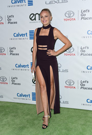 Malin Akerman completed her green carpet attire with a pair of monochrome sandals.