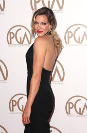 Katie Cassidy wore her hair in a loose ponytail for the 26th Annual Producers Guild Of America Awards.