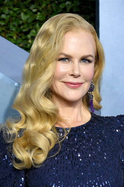 Nicole Kidman showed off a glamorous curly 'do at the 2020 SAG Awards.