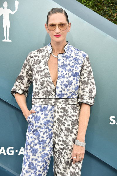 More Pics of Jenna Lyons Jumpsuit (1 of 4) - Suits Lookbook - StyleBistro [clothing,white,blue,fashion,eyewear,pajamas,outerwear,suit,pattern,fashion design,arrivals,jenna lyons,screen actors guild awards,screen actors\u00e2 guild awards,the shrine auditorium,los angeles,california,screen actors guild awards,glenn close,sag-aftra,actor,celebrity,red carpet,united states,screen actors guild award for outstanding performance by a female actor in a leading role]