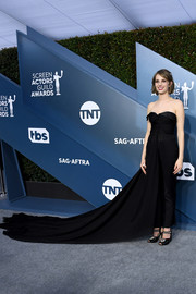 Maya Hawke rounded out her ensemble with a pair of embellished black peep-toes.