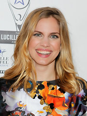 Anna Chlumsky arrived at the Lucille Lortel Awards wearing her golden locks in smooth waves.