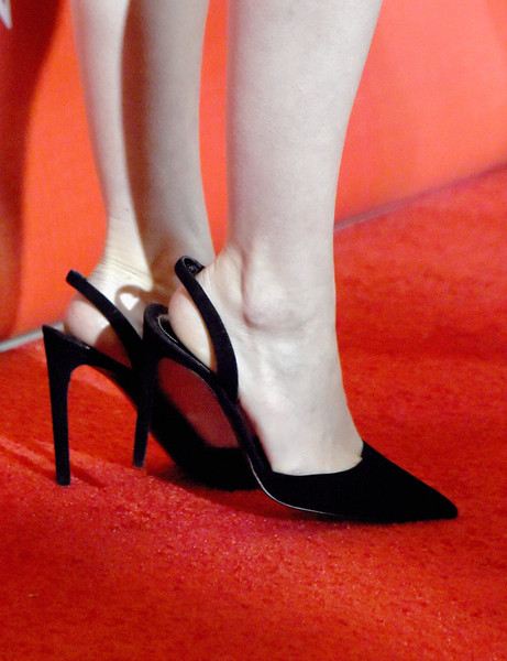 Rooney Mara attended the 2016 Palm Springs International Film Festival Awards wearing classic black slingback pumps.