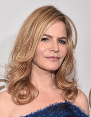 Jennifer Jason Leigh sported a perfectly styled feathery 'do with curly ends at the Producers Guild of America Awards.