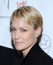 Robin Wright Penn sported an easy-breezy pixie at the Lucille Lortel Awards.