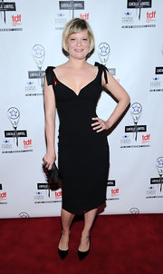 Martha Plimpton was retro-glam at the Lucille Lortel Awards in this low-cut curve-hugging LBD.