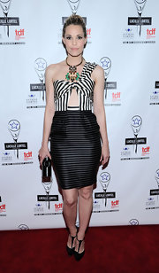 Leslie Bibb scored major style points at the Lucille Lortel Awards with this striped one-shoulder cutout dress.