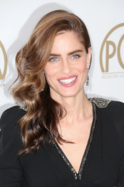 Amanda Peet wore a gorgeous side sweep at the Producers Guild Awards.