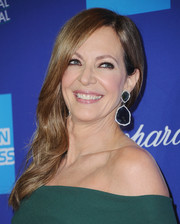 Allison Janney dolled up her lobes with massive gemstone drop earrings by Leticia Linton.