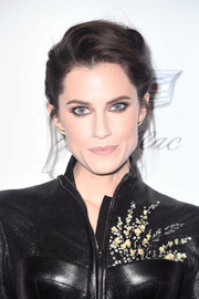 Allison Williams teamed a pompadour with a leather outfit for total edge at the 2018 Producers Guild Awards.