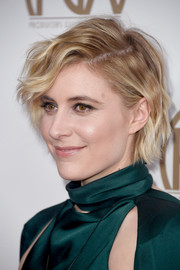 Greta Gerwig rocked mussed-up short waves at the 2018 Producers Guild Awards.