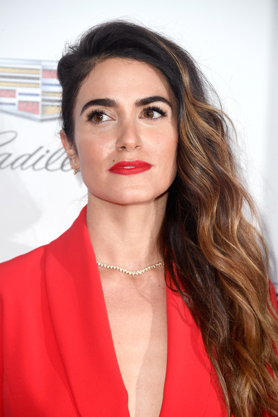 Nikki Reed wore her hair in long, side-swept waves at the 2018 Producers Guild Awards.