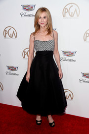 Holly Hunter was '50s-chic in a tea-length fit-and-flare dress by Elizabeth Kennedy at the 2018 Producers Guild Awards.