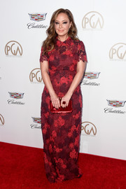 Leah Remini attended the 2018 Producers Guild Awards wearing an embroidered Valentino gown in various shades of red.
