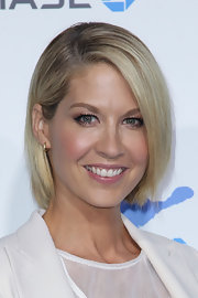Jenna's side-swept bob was sleek and sophisticated at the 2nd Annual American Giving Awards.