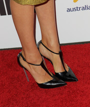 Yvonne Strahovski wore a super-chic pair of pointy black T-strap pumps by Armani to the Australians in Film Awards Gala.