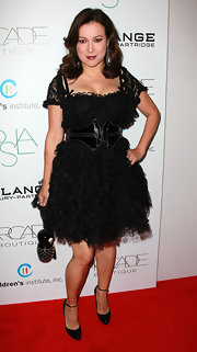 Jennifer Tilly topped off her frilly black cocktail dress with classic black leather pumps.