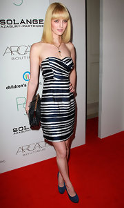 Lydia Hearst accented her flawless red carpet look with a shiny black kisslock clutch.