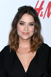 Ashley Benson attended the 2019 Girl Up #GirlHero Awards wearing this half-up wavy style.
