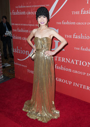 Chiu-Ti Jansen glimmered in a strapless gold evening dress during the Annual Night of Stars.