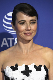 Linda Cardellini opted for a simple side-parted bun when she attended the 2019 Palm Springs International Film Festival Awards Gala.
