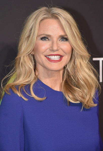 Christie Brinkley sported high-volume waves with an off-center part when she attended the FN Achievement Awards.