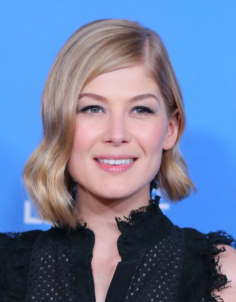 Rosamund Pike looked stylish with her short, asymmetrical waves at the 2015 Santa Barbara International Film Festival.