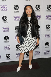 Awkwafina finished off her ensemble with a teal suede clutch.