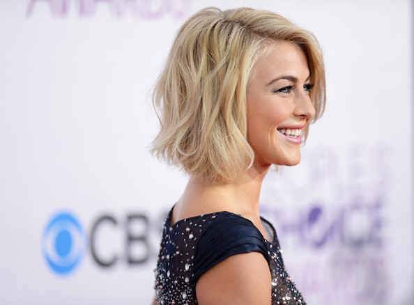 More Pics Of Julianne Hough Short Wavy Cut 18 Of 20 Short Hairstyles Lookbook Stylebistro