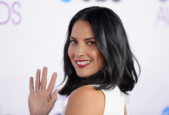 More Pics of Olivia Munn Medium Wavy Cut (8 of 15) - Shoulder Length Hairstyles Lookbook - StyleBistro