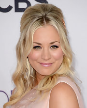 Kaley Cuoco took her look to new heights with this super-teased half-up hairstyle.