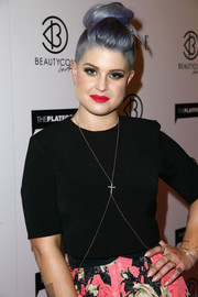 Kelly Osbourne styled her plain black top with a crucifix body chain when she attended the BeautyCon Summit.