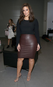 Ashley Graham spiced up her simple top with a chocolate-brown leather skirt.