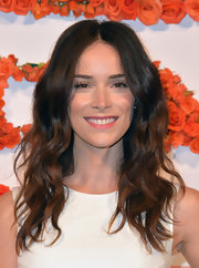 Abigail Spencer's long waves looked natural and effortless at the Coach CDF benefit.