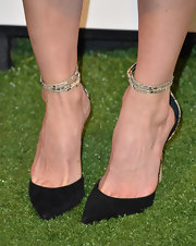 Alice Eve looked elegant and sophisticated in black suede sandals with snakeskin ankle straps.